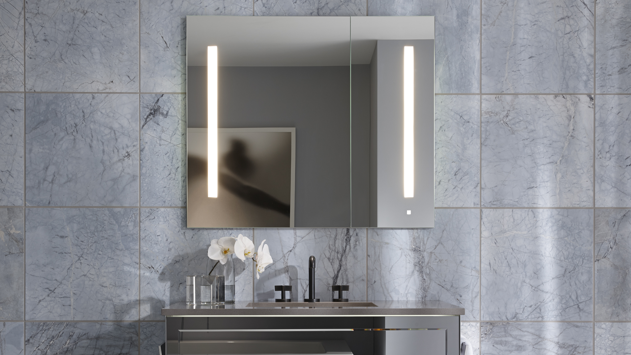 Bathroom Mirror Cabinet With Lights bathroom medicine cabinets | robern